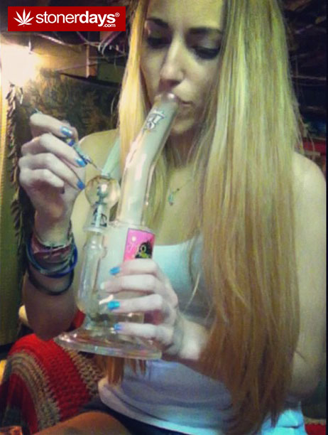 stoner-marijuana-bongs-stoner_barbie-(7)