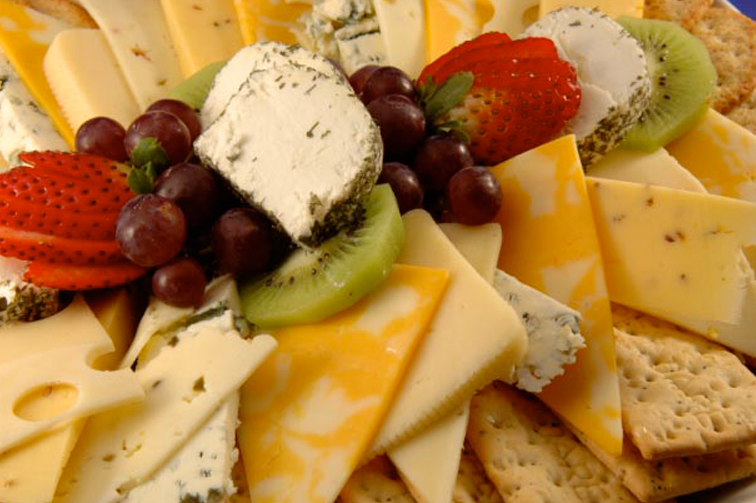 Fruit-Cheese-Crackers-Platter