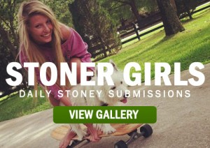STONER-GIRLS-SMOKE