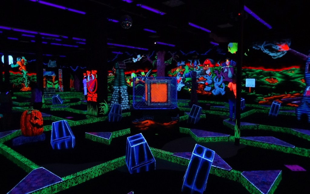 5 Mini Golf Or Arcades Those Places Are An Absolute Blast When You Re Stoned Playing High Laser Tag Is So Much Fun And A Boardwalk Arcade Always Cool