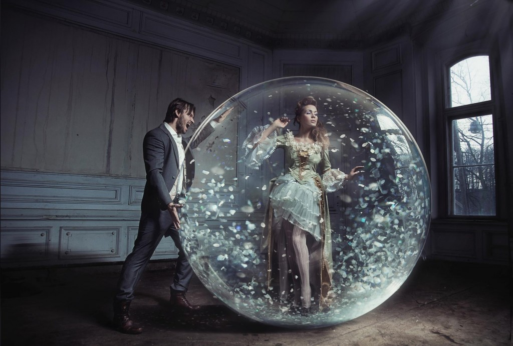 Expat-relationships-Life-Woman-in-a-bubble-with-a-man-looking-in-from-outside-1024x691