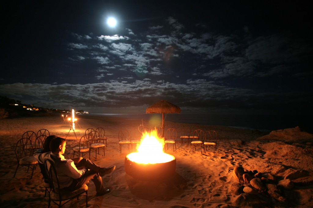 beach-fire-with-people-1024x682