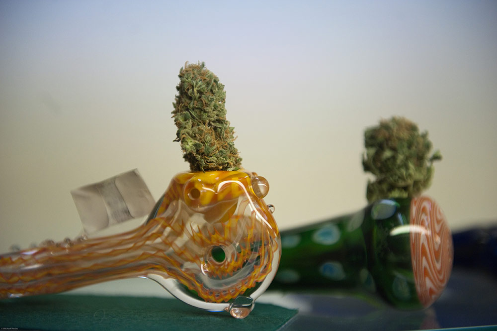 marijuana-pipes-with-weed