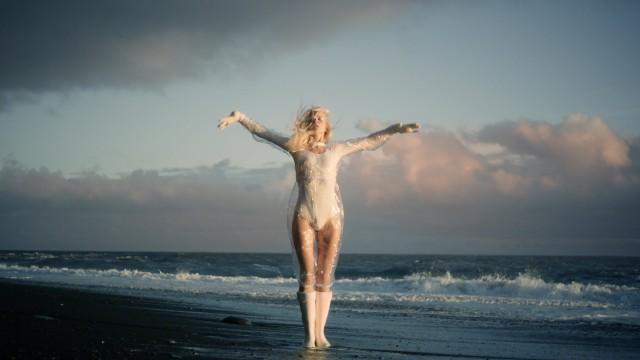 Fountain – iamamiwhoami