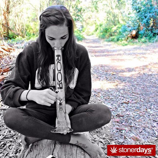 420-babe-stoned-blazed-Chelsoy--(11)