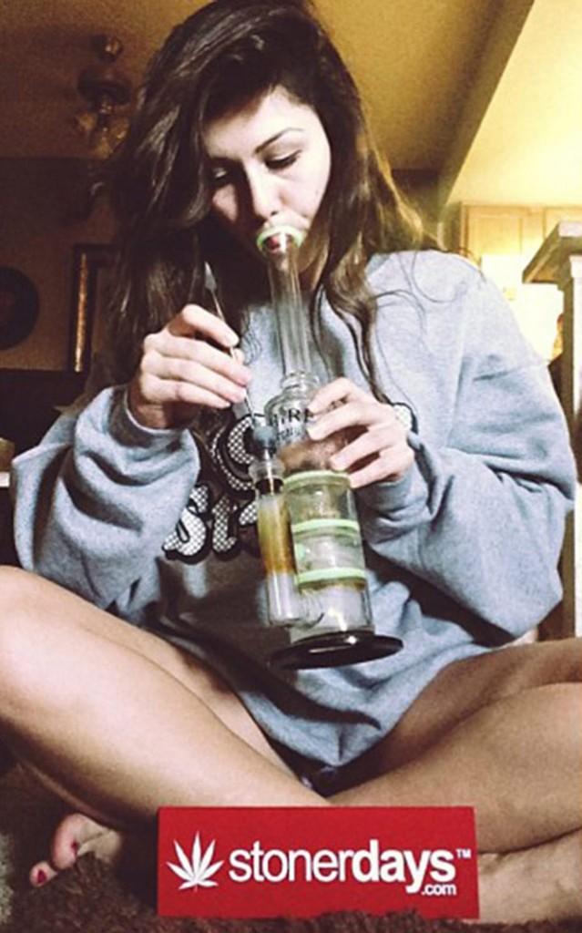 sexy-stoner-marijuana-pictures (120)