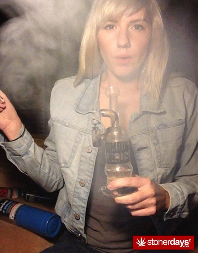 sexy-stoner-marijuana-pictures (207)