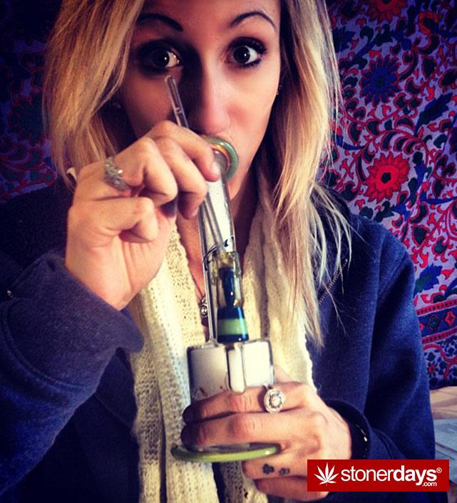sexy-stoner-marijuana-pictures (331)