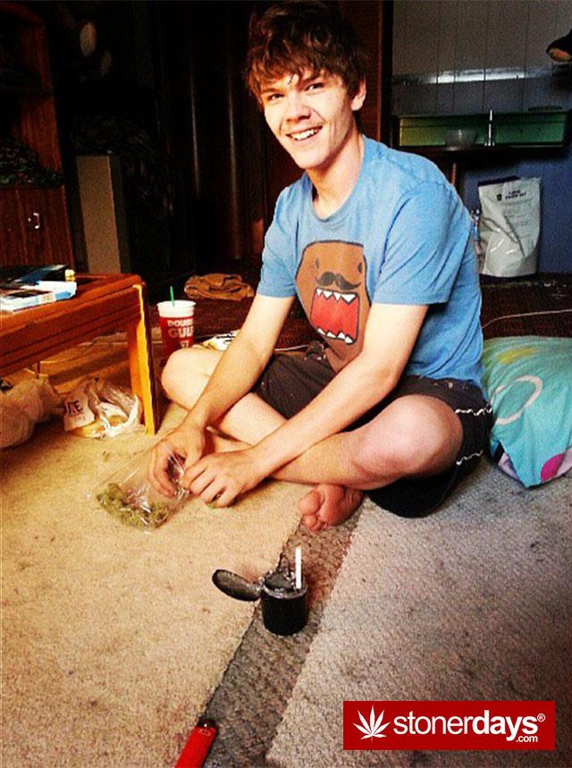 stoner-babes-marijuana-munchies-baakedblondiie-(116)
