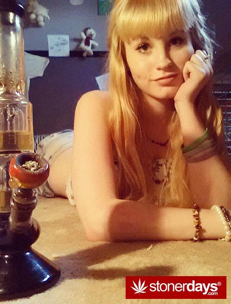 stoner-babes-marijuana-munchies-baakedblondiie-(125)