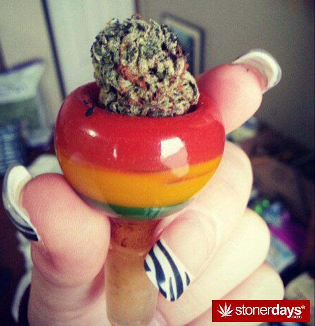 stoner-babes-marijuana-munchies-baakedblondiie-(16)