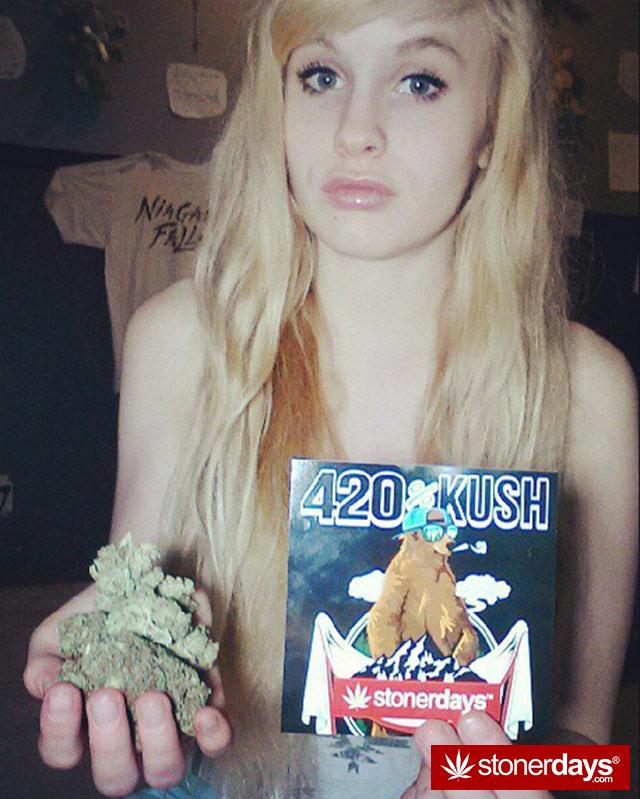 stoner-babes-marijuana-munchies-baakedblondiie-(17)