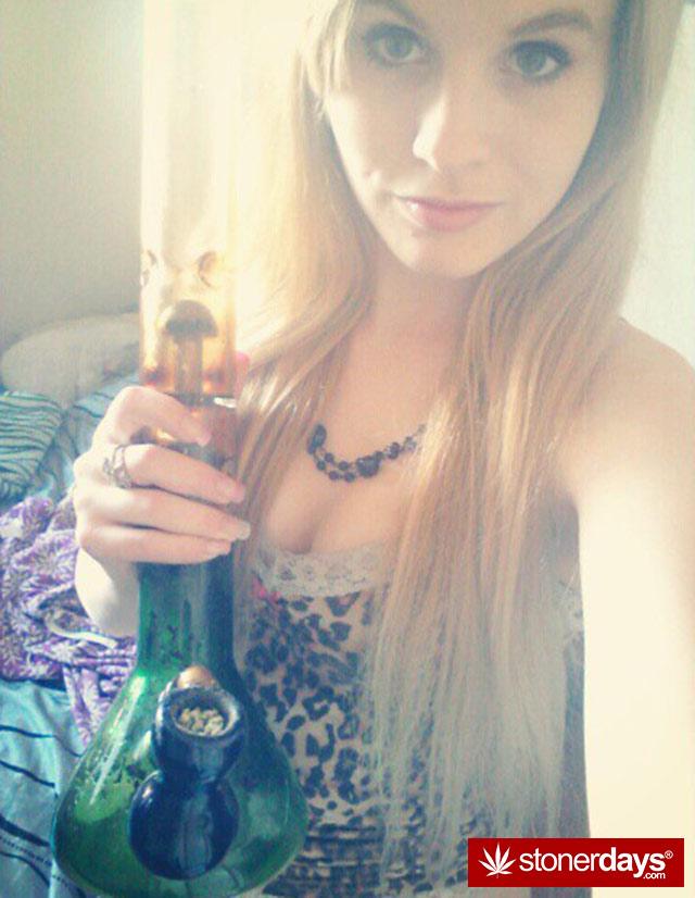 stoner-babes-marijuana-munchies-baakedblondiie-(5)