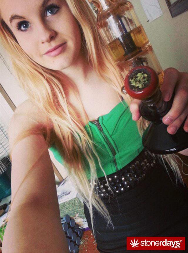 stoner-babes-marijuana-munchies-baakedblondiie-(55)