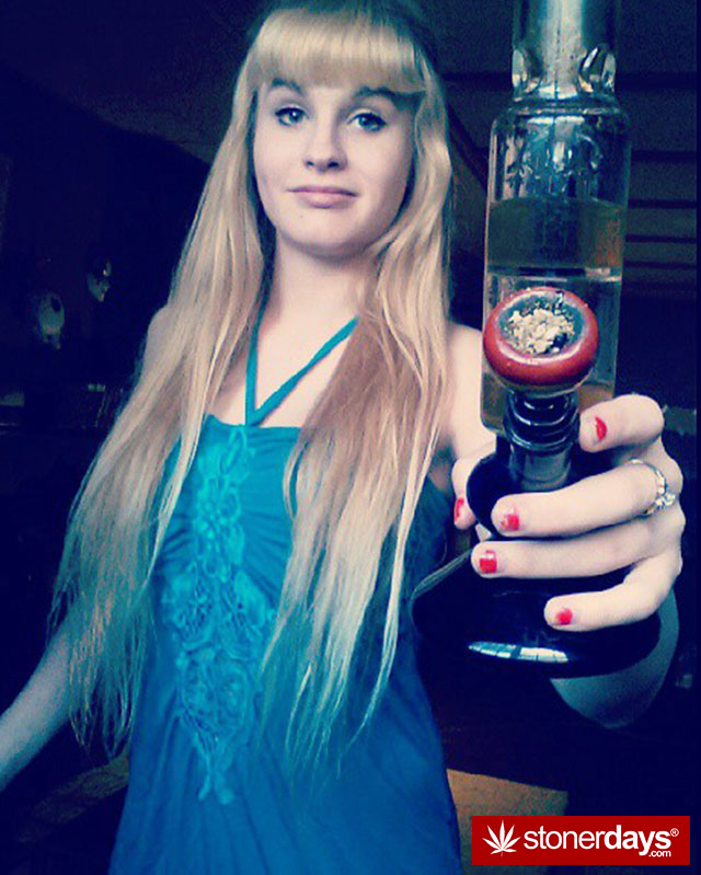 stoner-babes-marijuana-munchies-baakedblondiie-(88)