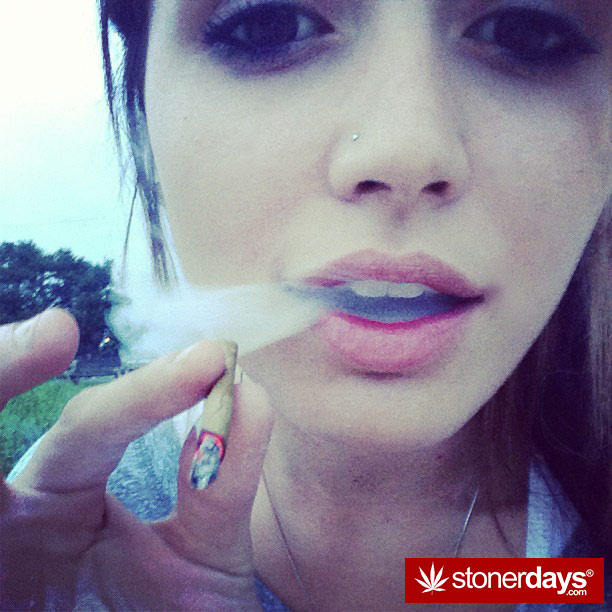 stoner-bong-marijuana-420-_idonotsmokeweedtoo-(20)