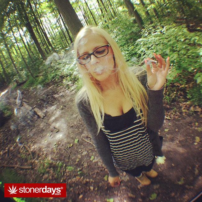 420-babe-stoned-blazed-bongbint-(22)