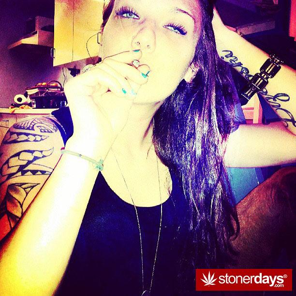 420-babe-stoner-stoned-disbroww--(15)