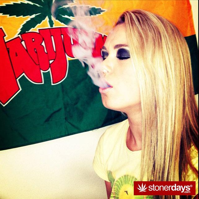 hot-stoners-bong-weed-pics (136)