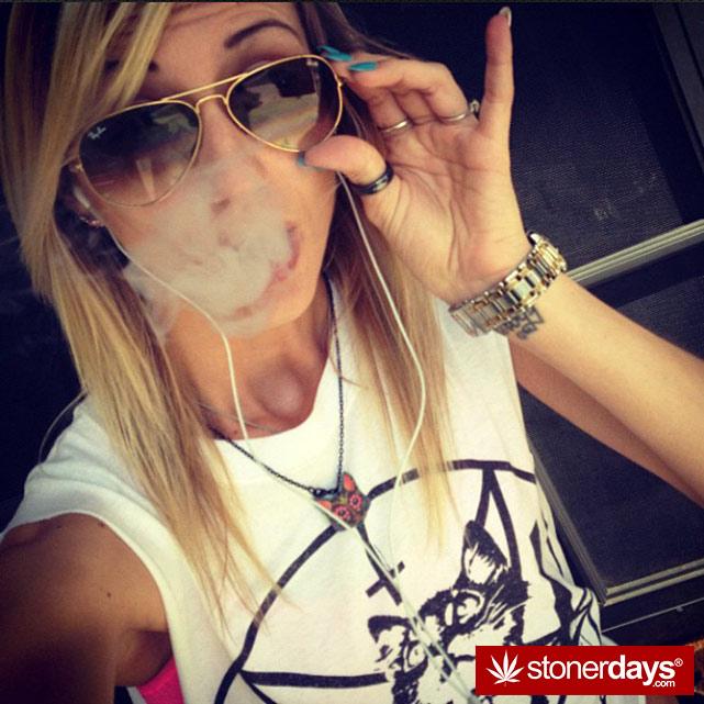 sexy-stoner-marijuana-pictures (234)