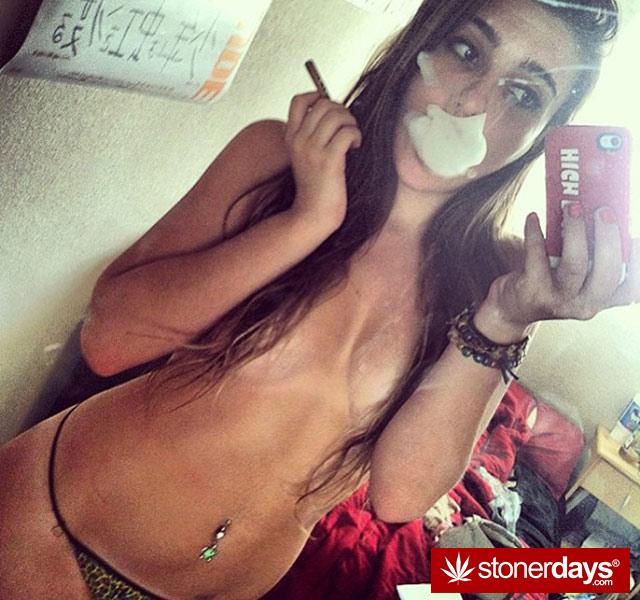 420 Stoner Ladies - Stoner Pictures - Sexy Stoners