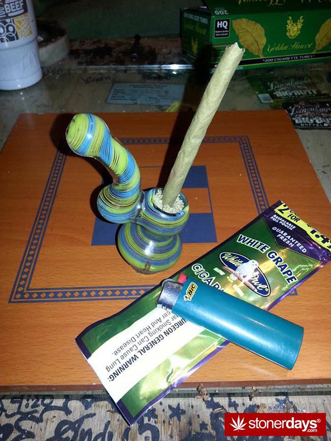 Stoner-weed-bong-marijuana (2)