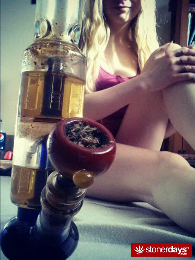 stoner-babes-marijuana-munchies-baakedblondiie-(62)