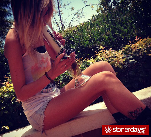 stoner-sexy-girls-marijuana (71)