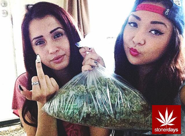 Marijuana-sexy-stoner-stonerdays-Lyndaisyy-(11)