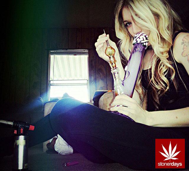 marijuana-sexy-stoner-stonerdays-dabbing_diamond-(7)