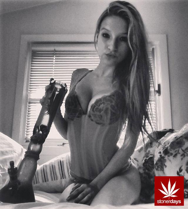 Marijuana-sexy-stoner-smoke_princess_toronto-(3)