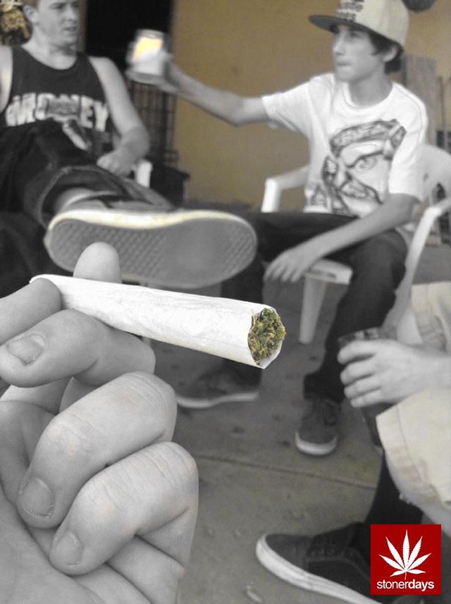 stonerdays-marijuana-baked-joints-blunts-sexy-(133)