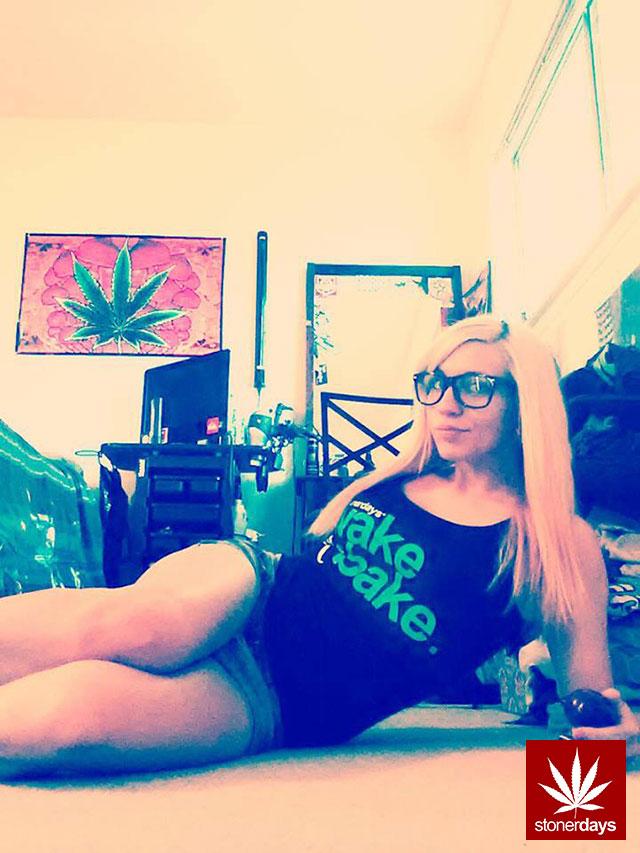 stonerdays-marijuana-baked-joints-blunts-sexy-(19)