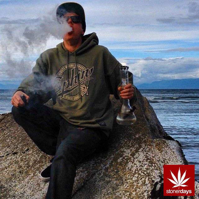 stonerdays-stayblazed-marijuana-pipes-joints-blunts-weed (15)