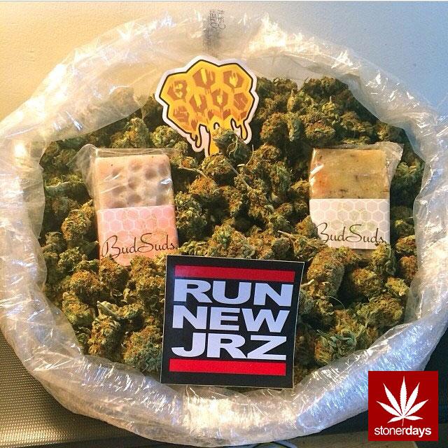 stonerdays-stayblazed-marijuana-pipes-joints-blunts-weed (38)
