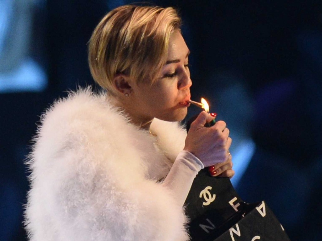 miley-cirus-smoking-pot