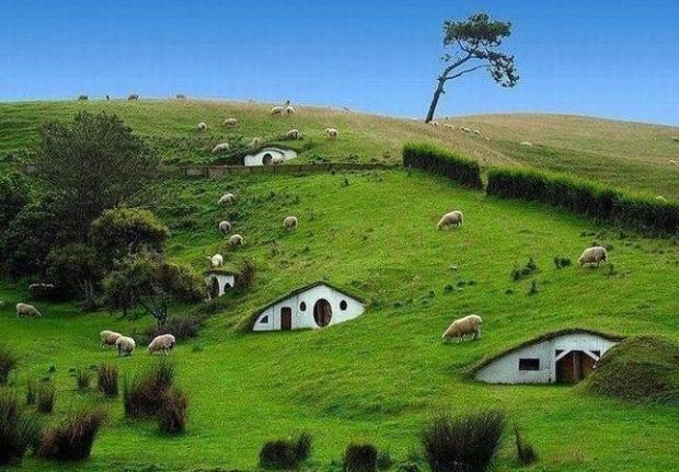 Hobbit-Village-Newzealand-620x431